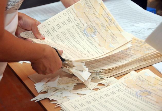 До 12:00 в Україні проголосували 13,5% виборців (інфографіка, відео)