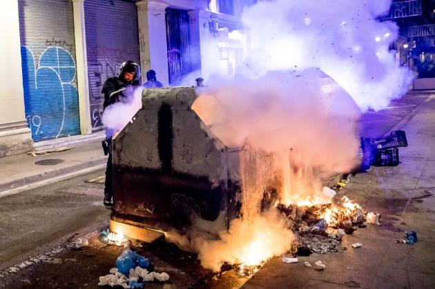 Грабунок магазинів та підпал фаєрів. Як іспанці протестували проти посилення карантину (фото, відео)