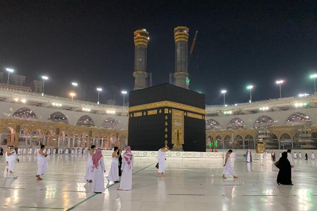 Мусульманам вперше за час карантину дозволили відвідати Мекку для паломництва