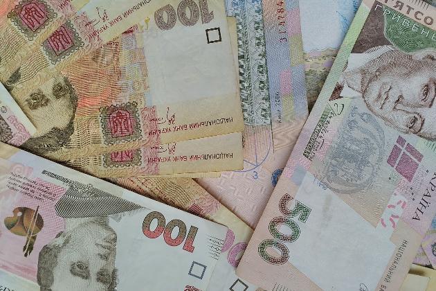 Заробітчани збільшили перекази в Україну