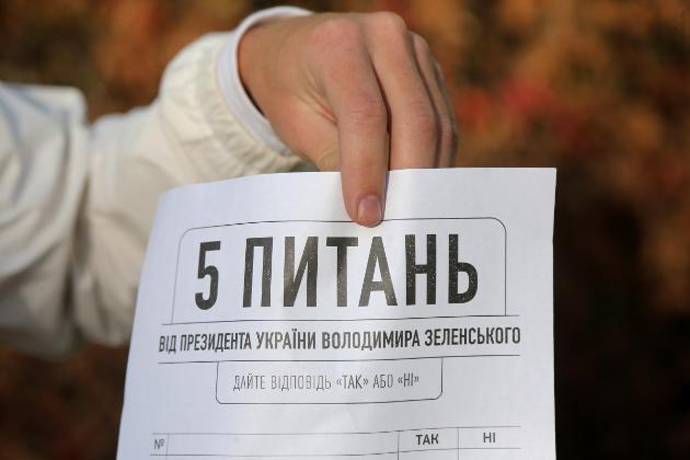 На Зеленського подали до суду. Вимагають скасувати результати «всенародного опитування» президента