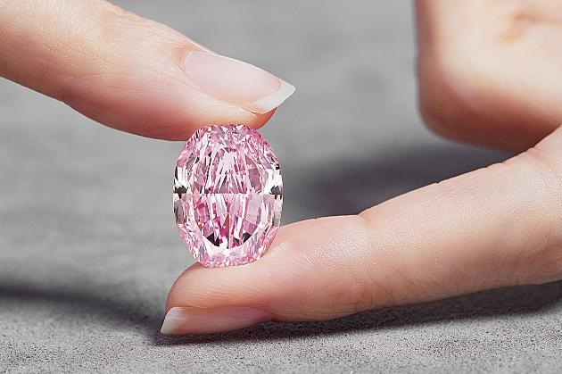 Рожевий діамант-велетень з Росії продали за $26 млн у Швейцарії. Так до чого ж тут Київ?