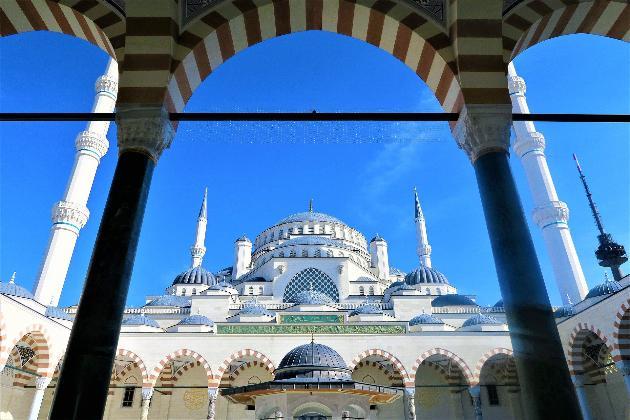 У Туреччині заборонили палити у громадських місцях через COVID-19