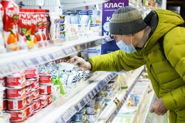 Більше половини витрат українців припадає на їжу — Держстат