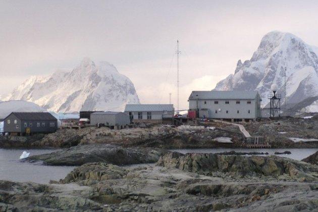 В Антарктиді українці зустріли Новий рік у «білу ніч» в розпалі літа