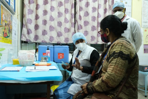 Індія дозволила використання двох вакцин від COVID-19