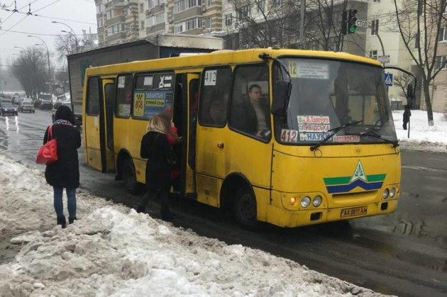 У київських маршрутках валідаторів не буде ще мінімум пів року