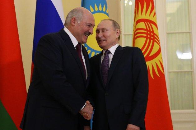 Лукашенко заявив, що він би не вітався з Зеленським «з коліна»