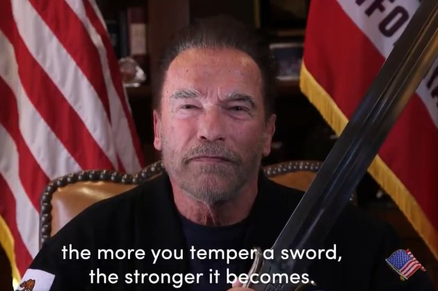 «Демократія як меч — її потрібно гартувати». Республіканець Шварценеггер закликав підтримати Байдена