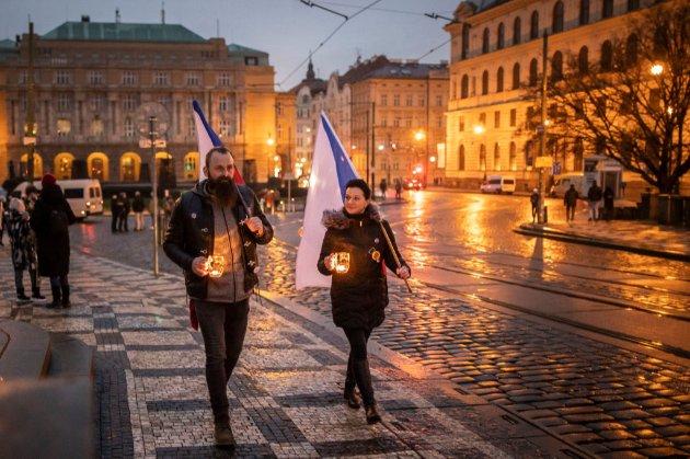 «Стоп ковід-тиранії». Декілька тисяч чехів виступили проти жорсткого карантину з комендантською годиною
