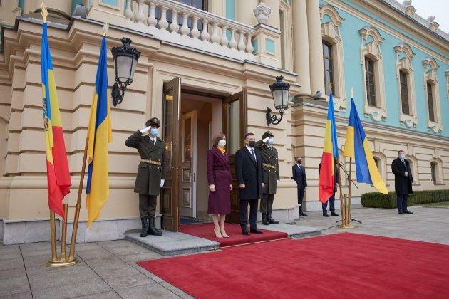 Нарешті у нас «спільні цінності». Зеленський приймає у Києві нову главу Молдови