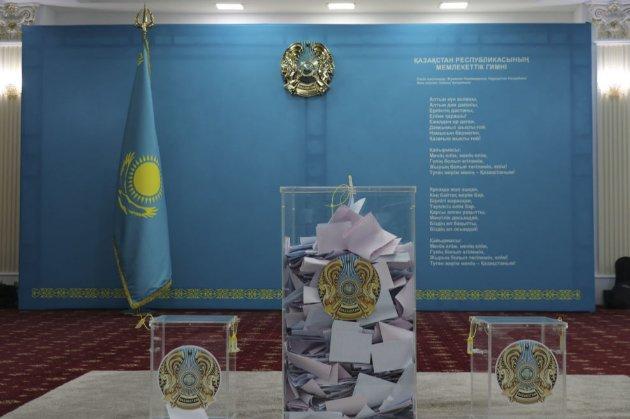 У Казахстані до парламенту проходять три партії
