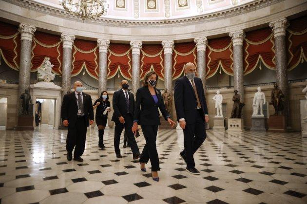 Віцепрезидент США сперечається із Конгресом, чи відсторонювати Трампа в останні дні його президентства