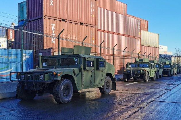 США надали Україні військові автомобілі та човни