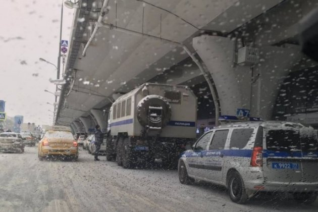 У Москві до аеропорту стягнули автозаки. До «Внуково» має прилетіти Навальний