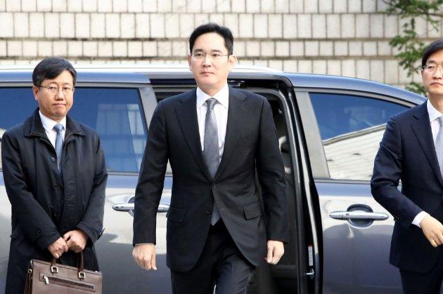 Керівник Samsung сяде на два з половиною роки за хабар президенту