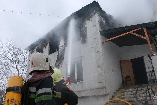 ДБР розслідує недбалість співробітників ДСНС під час пожежі в Харкові