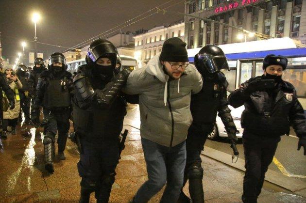 Ще не повстання, але потужні протести в РФ. Дві тисячі затриманих по всій Росії