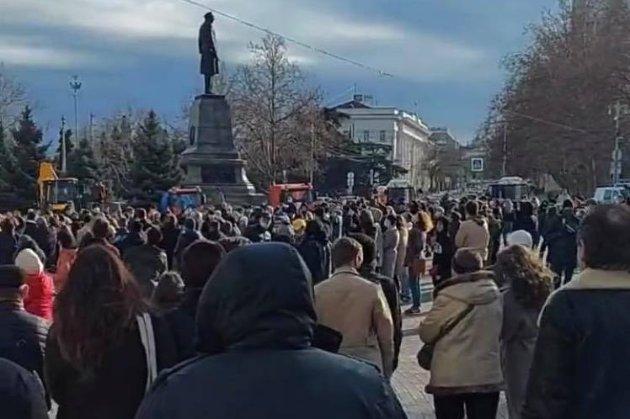 В Севастополі — мітинг «за свободу Навальному» (фото)