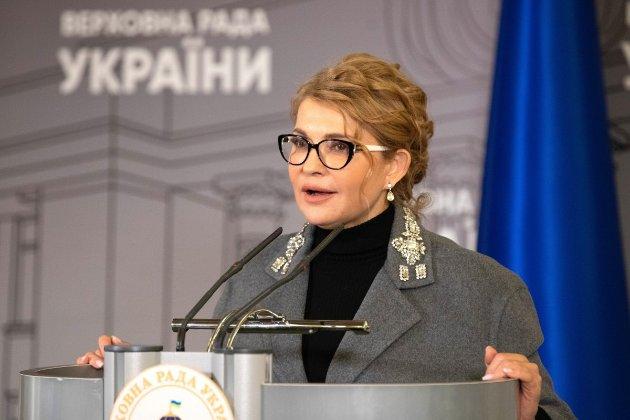 Зміна іміджу. Тимошенко прийшла до Ради в новому образі (фото)