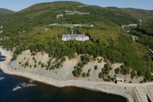 «Палац Путіна». ФСБ пояснила безпольотну зону над маєтком «розвідувальною активністю НАТО»
