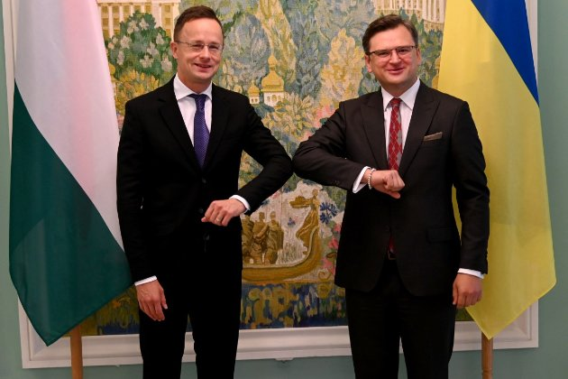 Посольству Угорщини погрожували «патріоті Украині» перед приїздом Сійярто до Києва