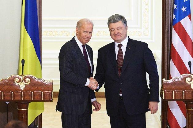 В Україні відкрили ще дві кримінальні справи проти Байдена і Порошенка  — адвокат
