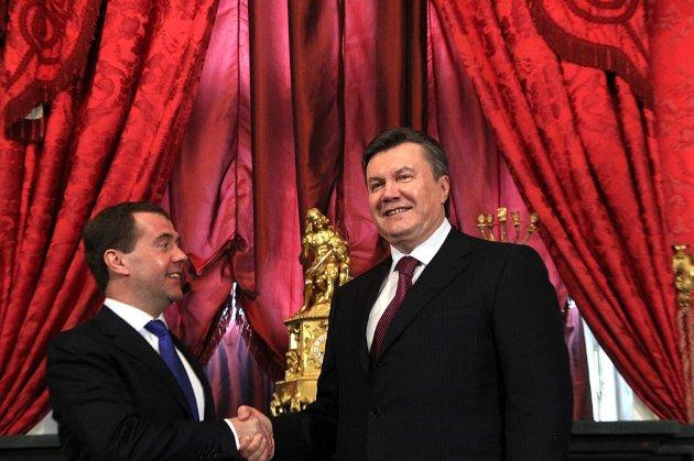 Підозра у держзраді. Янукович сприяв нарощенню в Україні російських військ