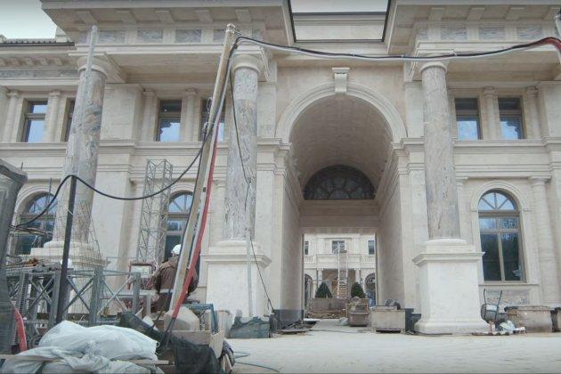 А палац-то голий! З'явилось відео з «палацу Путіна» — всередині нічого немає (фото, відео)