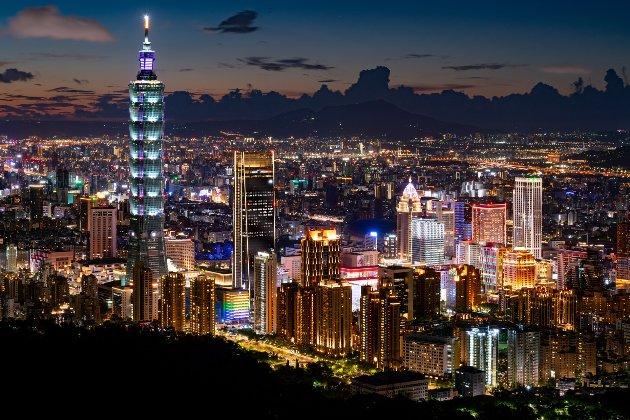 «Ті, хто грає з вогнем, обпечуться». Китай попередив, що «незалежність Тайваню означає війну»