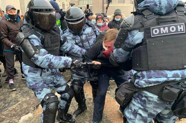 «Путін — злодій!». У Росії люди вийшли на антиурядові протести на підтримку Навального (фото, відео)
