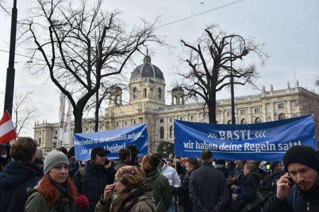 В декількох країнах ЄС протестували проти коронавірусних обмежень