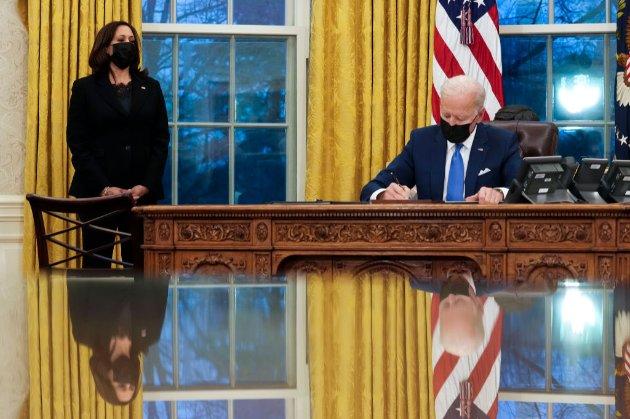 Байден скасував укази Трампа про посилення імміграційних обмежень