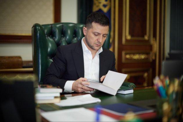 Нове відео від Зеленського — про книги Акуніна, брехню на ТБ та різноманіття карамельок