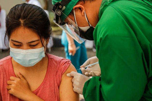 Протидія пандемії. Китай схвалив вакцину SinoVac