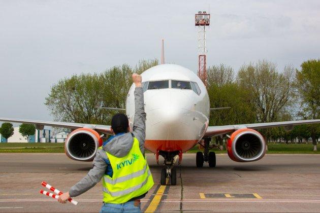 За рік авіатрафік над Україною впав вдвічі