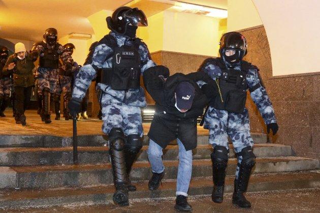 Майдан, мітинг, ліхтарики. Це не концерт ОЕ 2013 року, це анонс акції на підтримку Навального
