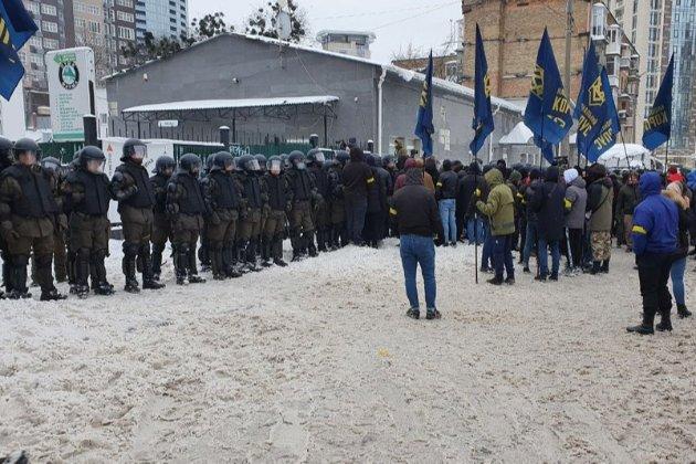 Поліція почала затримувати «тітушок» ОПЗЖ, базу яких знайшов «Нацкорпус» (відео)