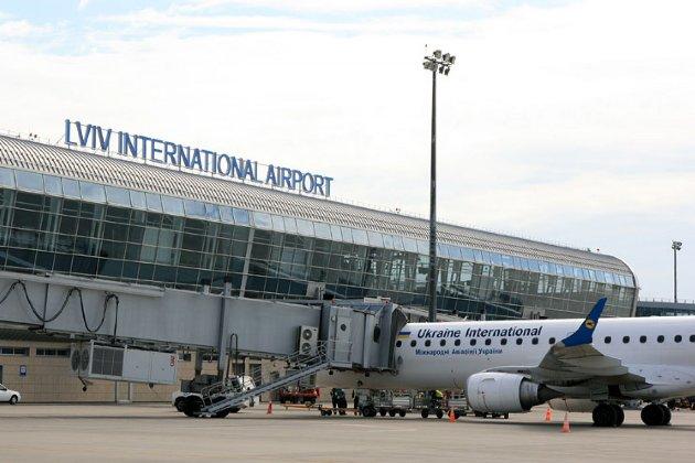 Африканець прилетів до України просити притулок і чотири дні чекав у аеропорту без їжі і води