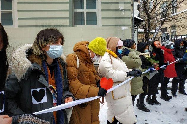 «Любов сильніша за страх». У Росії активісти протестують проти ув'язнення Навального