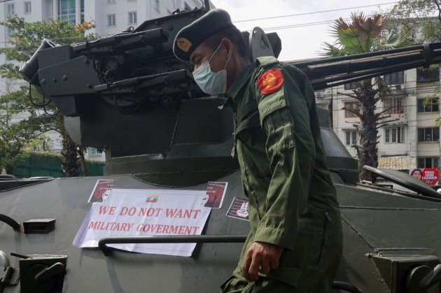 Переворот у М'янмі. Військові ввели танки в найбільші міста країни