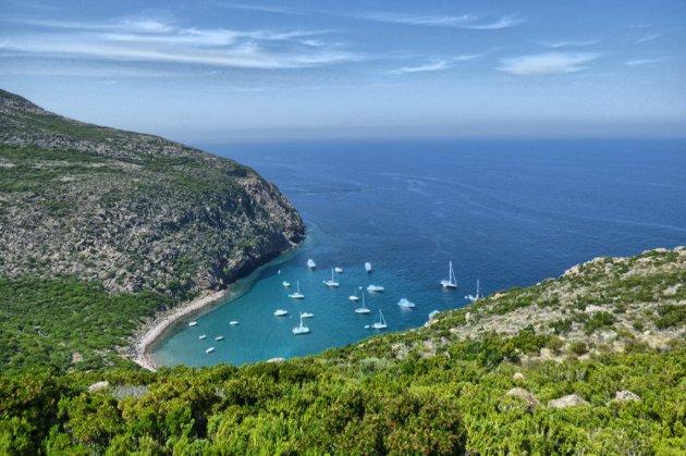 На італійському острові пограбували десятки людей. Підозрюють всіх 400 місцевих жителів