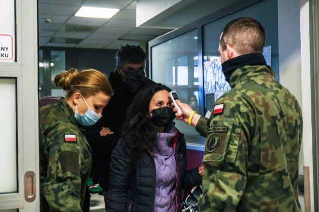Влада Польщі вакцинуватиме безкоштовно українців з картою тимчасового і постійного перебування