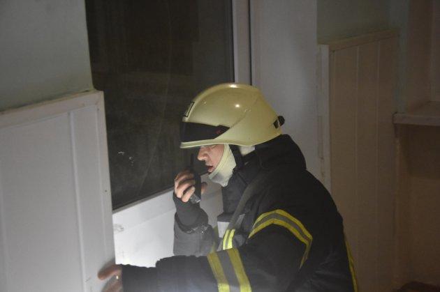 В Одесі уночі горіло побутове приміщення пологового будинку. 16 малюків евакуювали