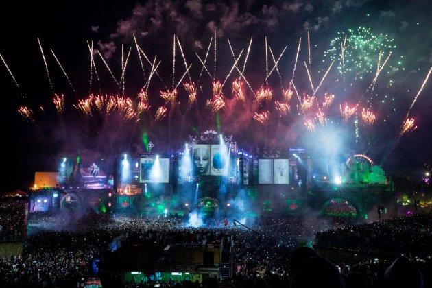 Франція дозволила літні фестивалі, але з обмеженнями у 5000 людей, лише сидячими місцями й без танців