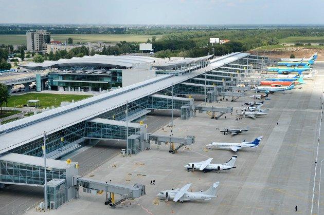 У Борисполі посадили літак з топфігурантом справи «Приватбанку», який хотів утекти — ЗМІ