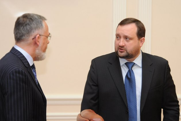 Євросоюз готується зняти санкції з Арбузова й Табачника