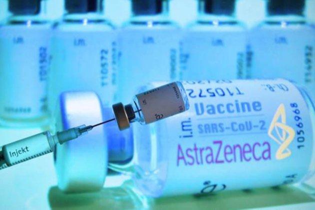 AstraZeneca зменшить поставки вакцини в ЄС наполовину