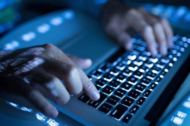 В Україні суд постановив заблокувати 426 сайтів за фейки. А за добу це рішення скасували