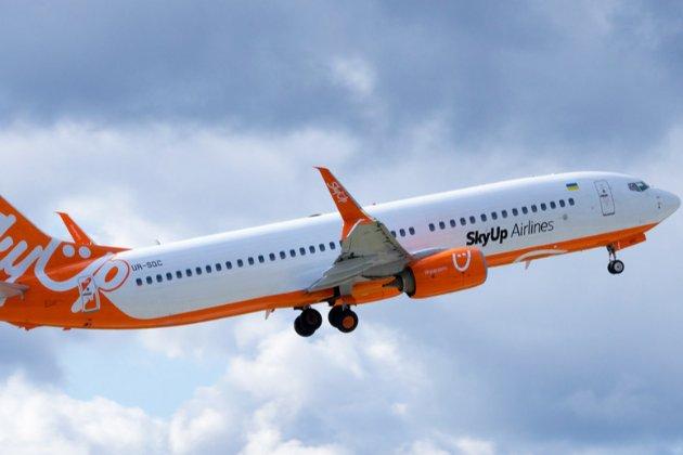 Літак SkyUp із українськими туристами із Занзібару застряг у Єгипті